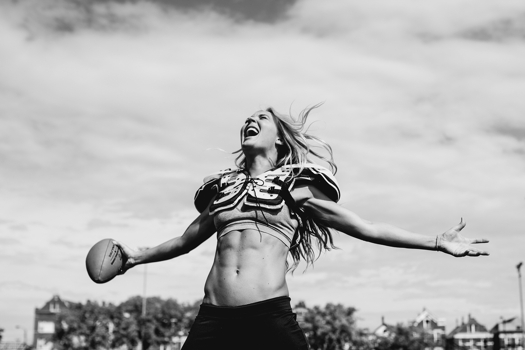 Football Player Alli Alberts Shows How To Get Six-Pack Abs