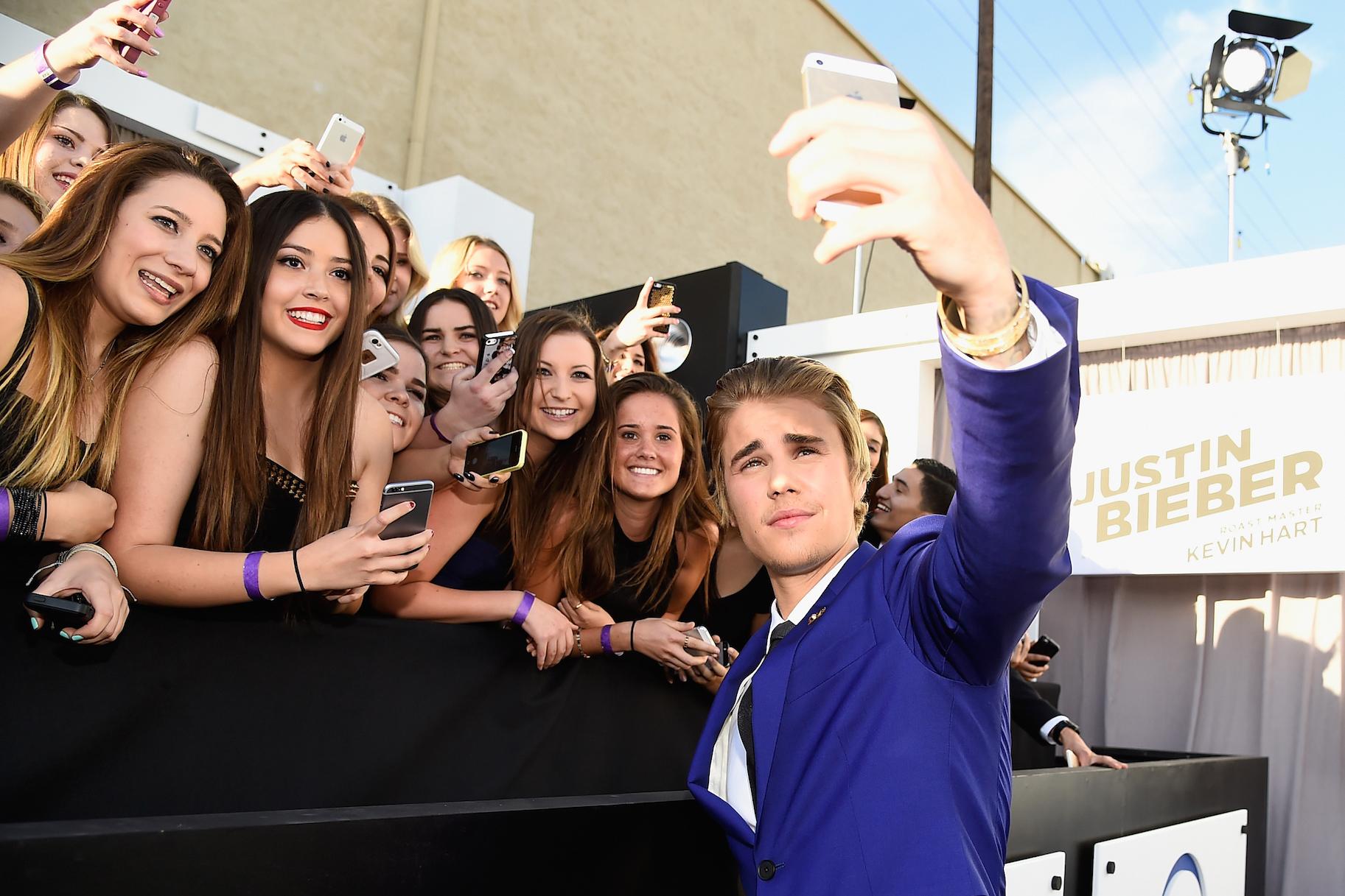 Justin biebers charging 2k per selfie and beliebers arent happy justin biebers charging 2k per selfie and beliebers arent happy very real kristyandbryce Choice Image