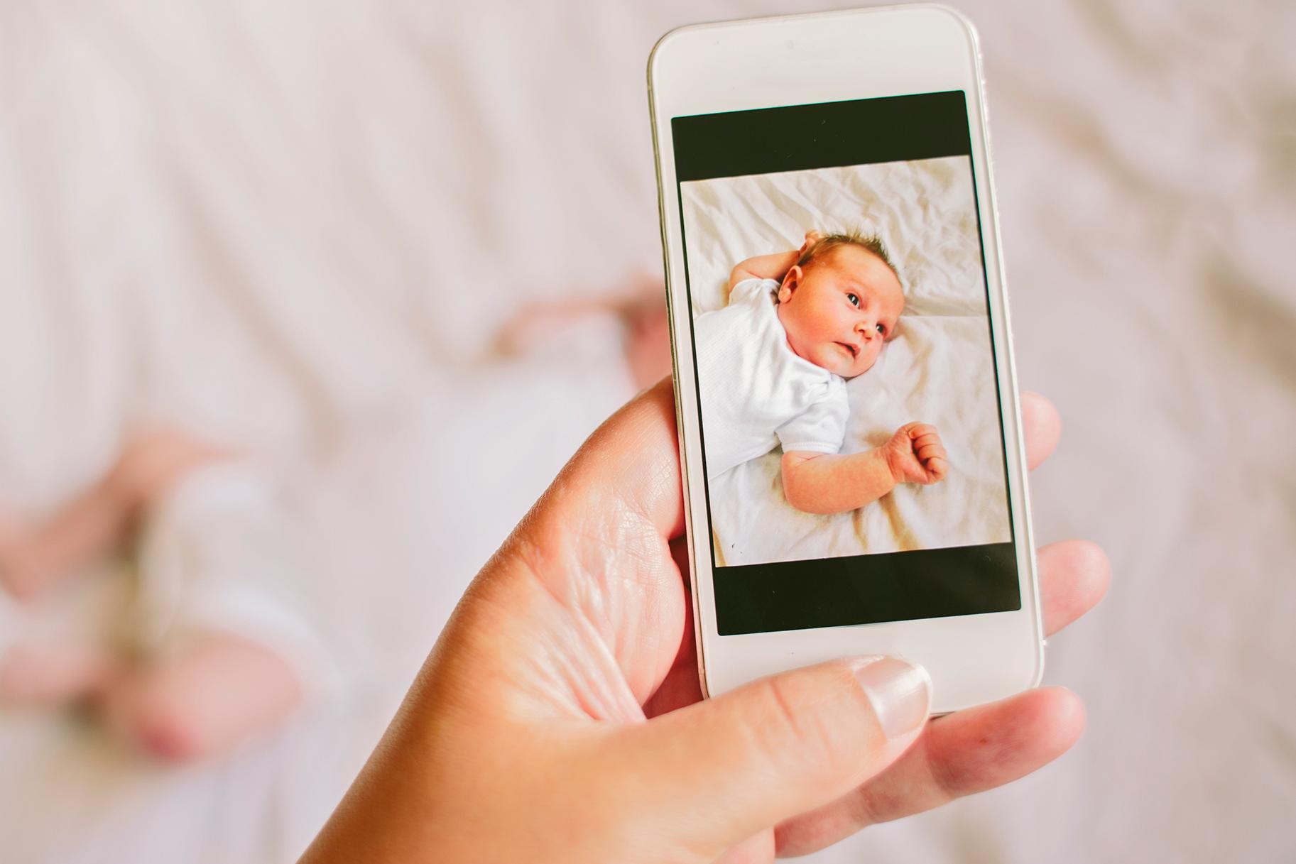 Выкладывать фото детей в интернет