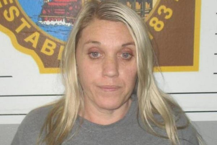 Woman poisoned husband to be with killer inmate: cops