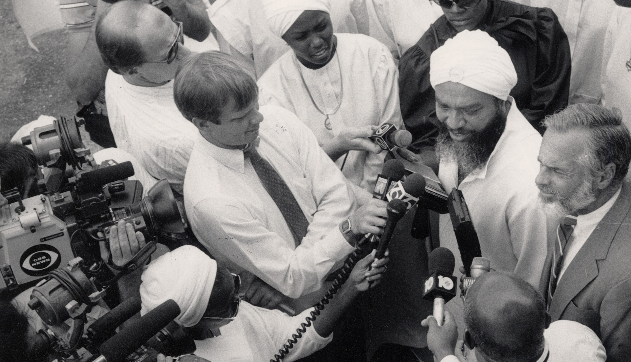 Yahweh ben Yahweh speaking to a crowd of reporters