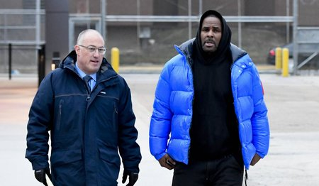 R. Kelly walks out of Cook County Jail.