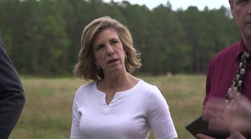 Cold Justice: Kelly Siegler Visits the Area Where Carrie Leonard's Remains Were Found (Season 5, Episode 15)
